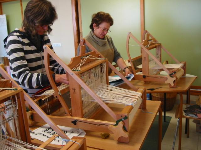 Uno de los cursos en el taller de triste fuente http for Talleres artesanales