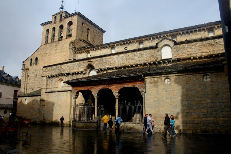 Catedral de Jaca por Julian Ocón - https://www.flickr.com/photos/35372387@N03/