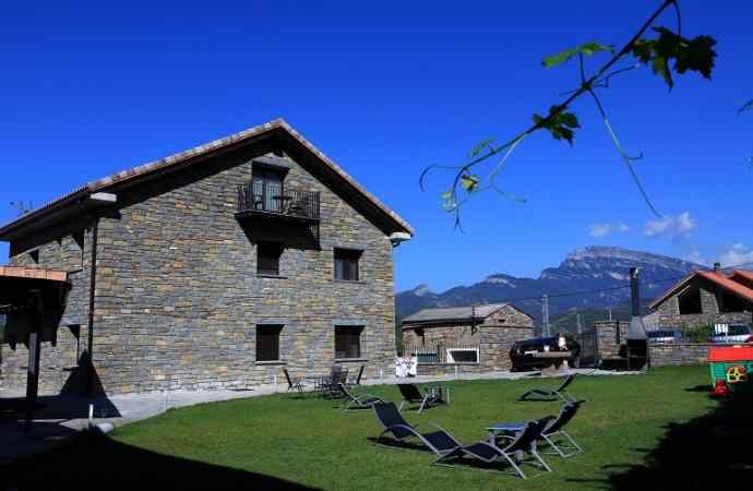 Las 10 mejores casas rurales de la provincia de huesca seg n toprural blog turismo huesca la magia - Hoteles en huesca con piscina ...