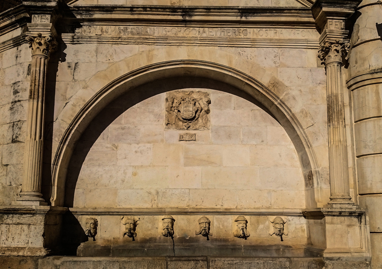 Qué ver y qué hacer en Fonz ⛪️😲 uno de los pueblos más monumentales de Huesca.