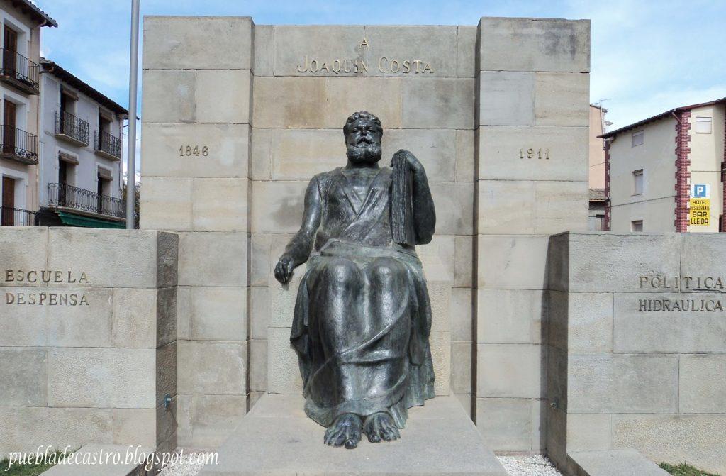 0 Estatua de Costa Autor de la Foto Pedro Bardaji Suarez