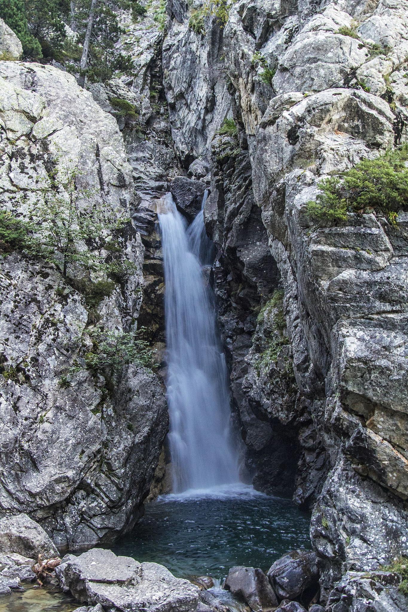 Las Cascadas del Río Caldares y el Salto del Pino