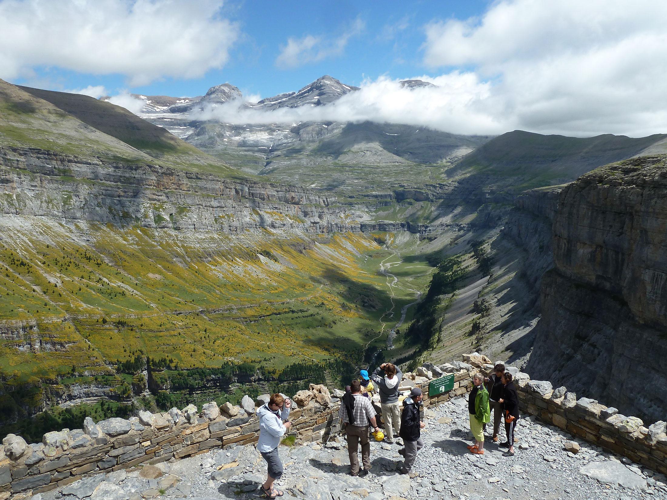 Reencu ntrate con la naturaleza en la reserva de la for Mirador del pirineo