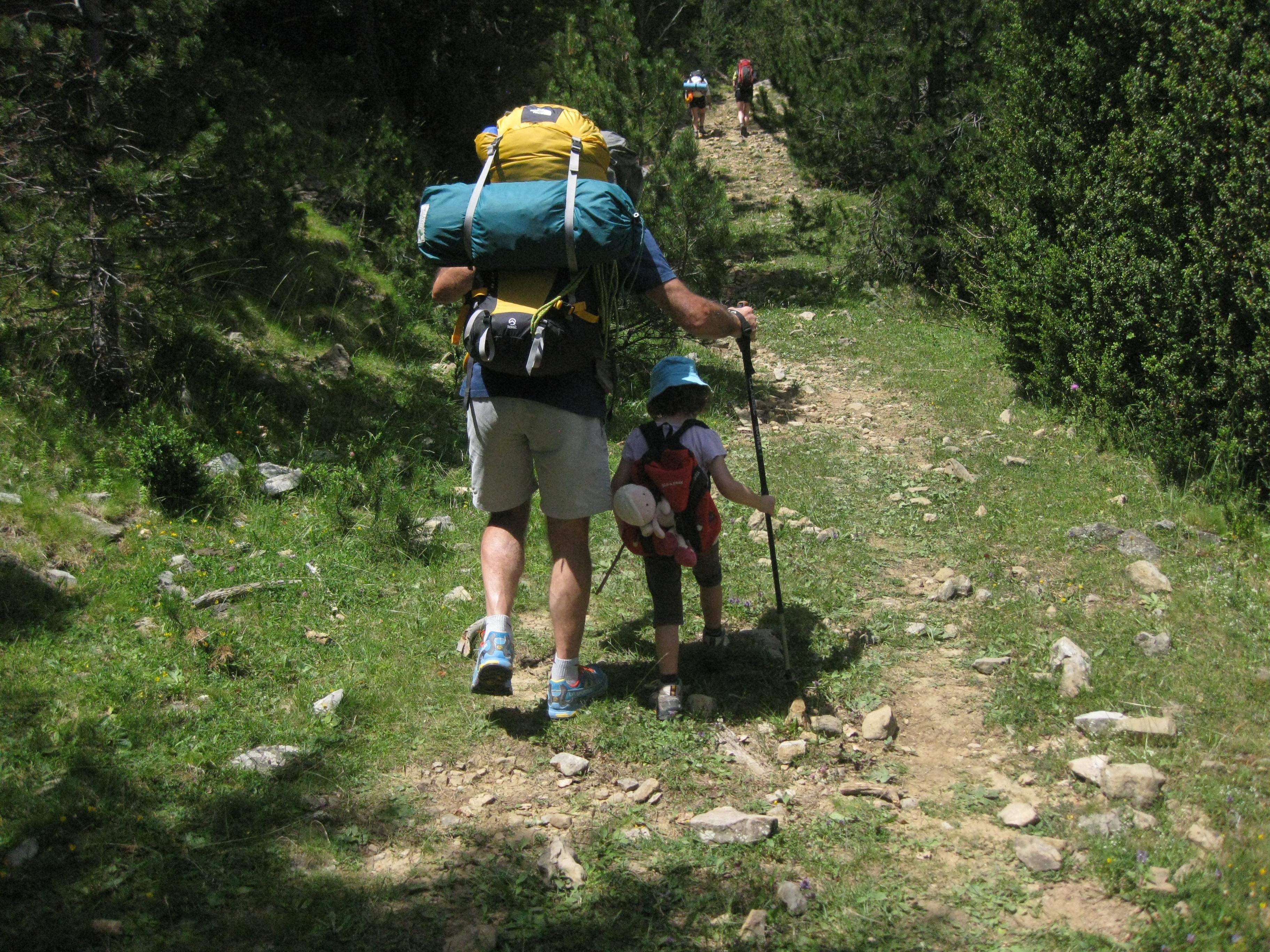 12 Cosas que meterse en la Mochila antes de irnos de Excursión a la Montaña
