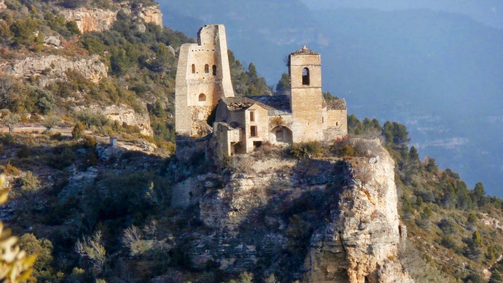 Castillo del Mon de Perarrua de www.hotellosnogales.com