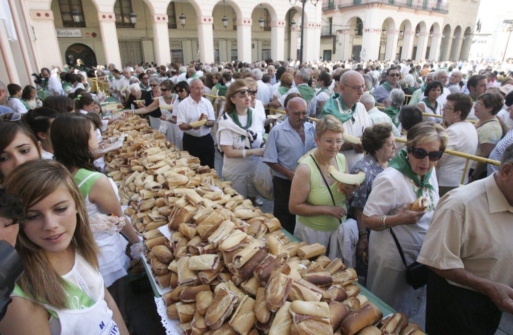 fiestas de san lorenzo de huesca. fiesta del mercado en la plaza lopez allue / Foto de Javier Blasco / 11-8-09
