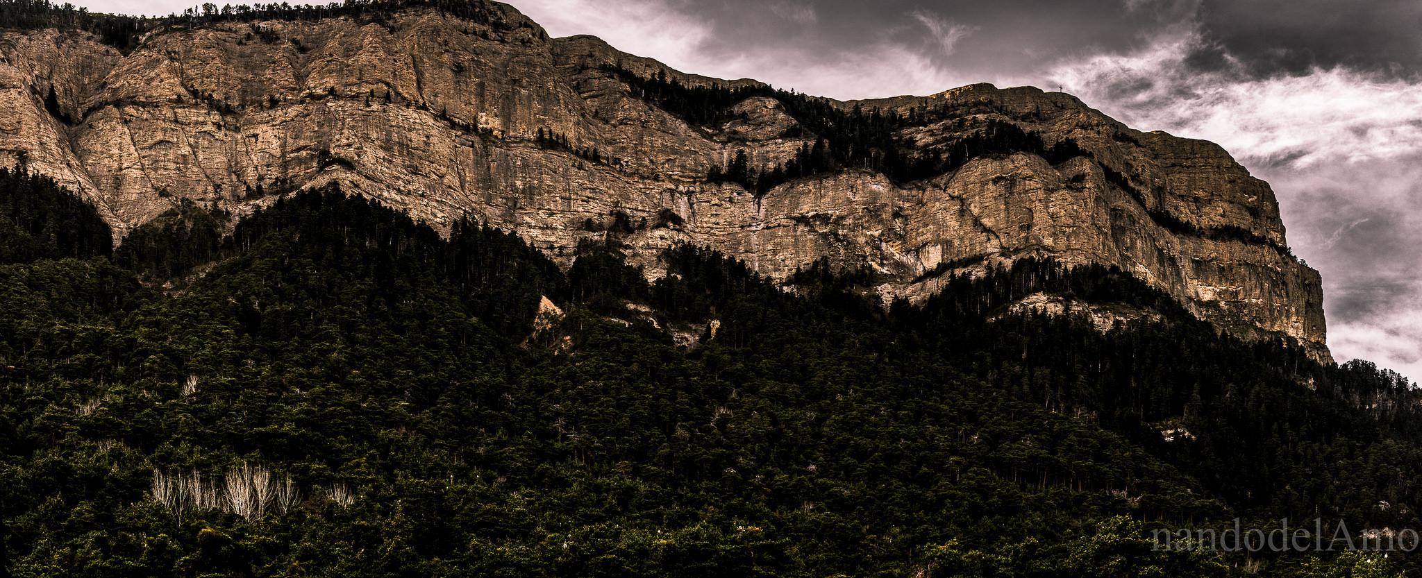 Excursión a la Peña Oroel y Contempla el Pirineo a tus Pies 🙌
