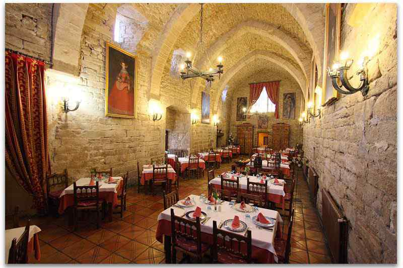 restaurante1b-roda-isabena-hospediria-catedral