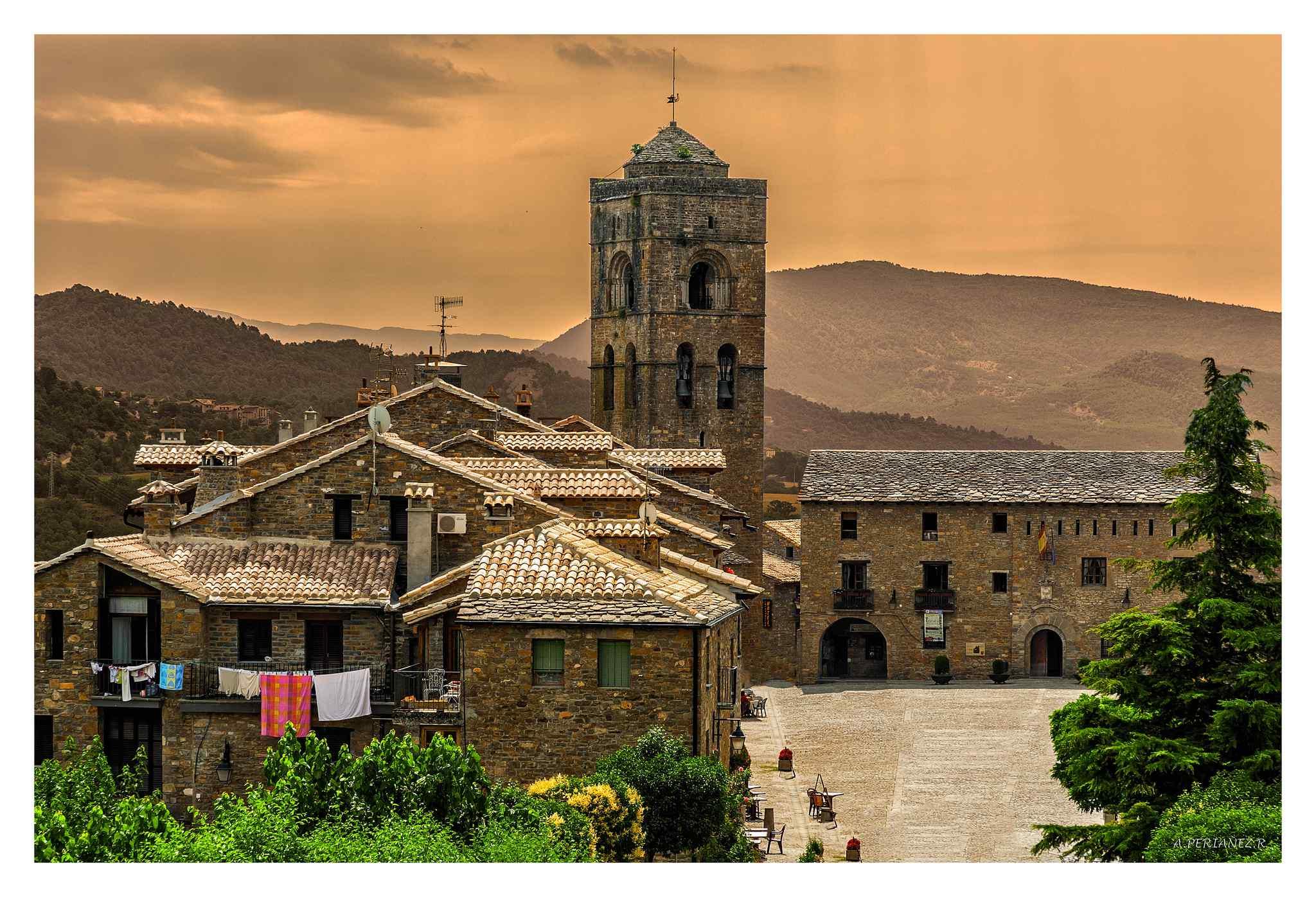 10 razones por las que visitar Aínsa, la Capital del Medievo ⚔️