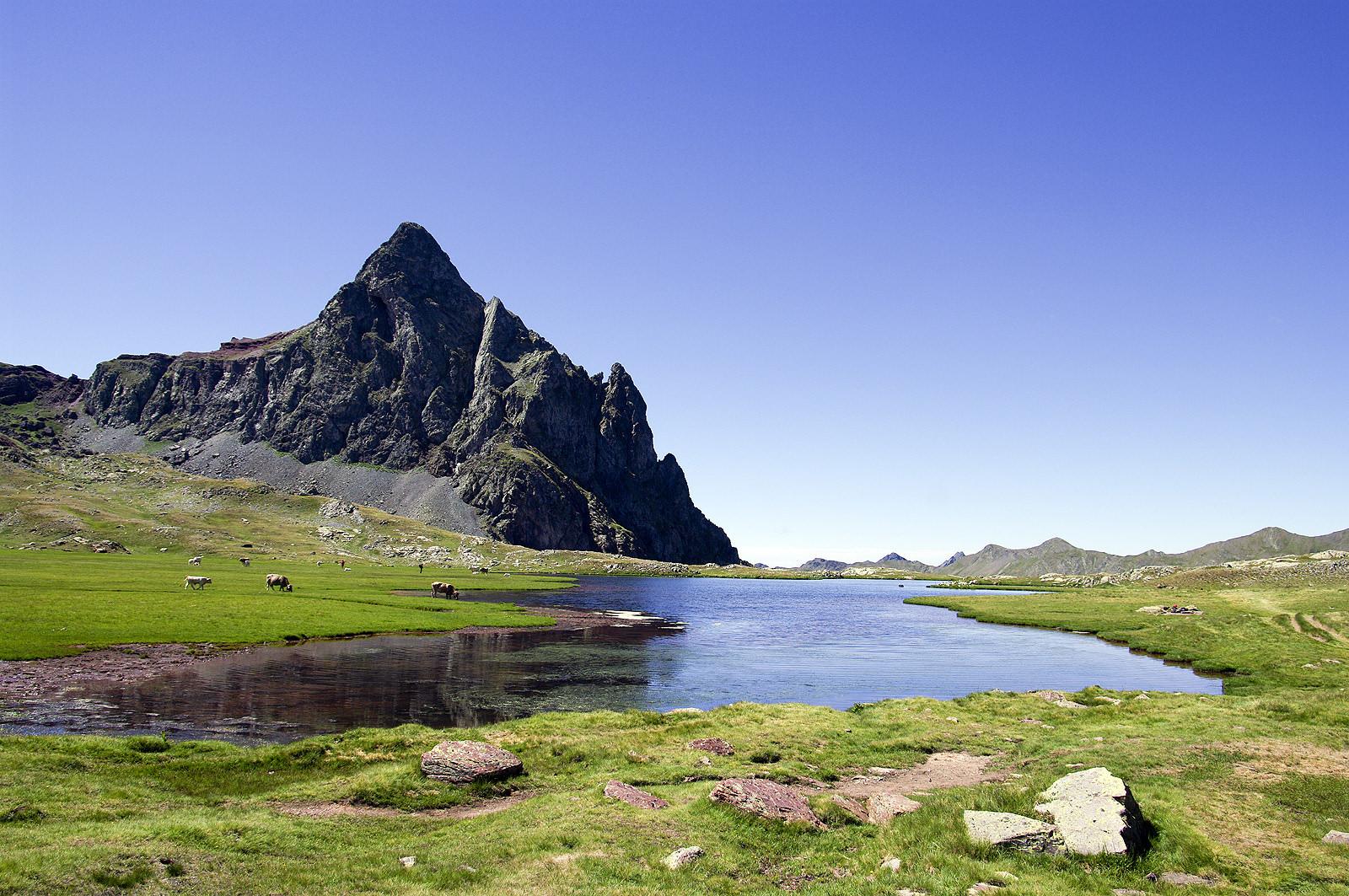 💧💦 Espectacular excursión a los Ibones de Anayet, espejo del Middi d'Ossau