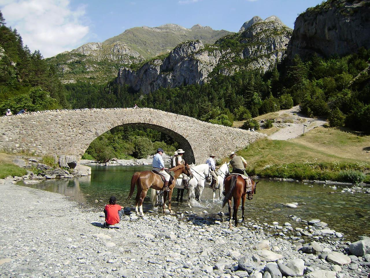 7 lugares mágicos para montar a Caballo o Poni 🐴😍 (aún sin experiencia)