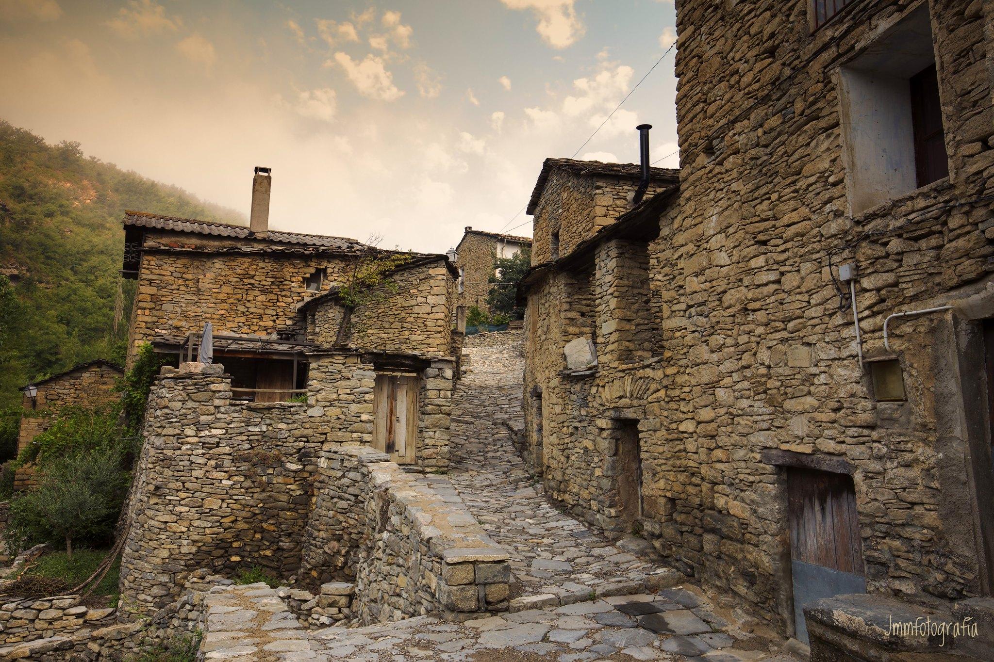 Ruta por los pueblos y castillos medievales mejor conservados del histórico Condado de La Ribagorza 👑
