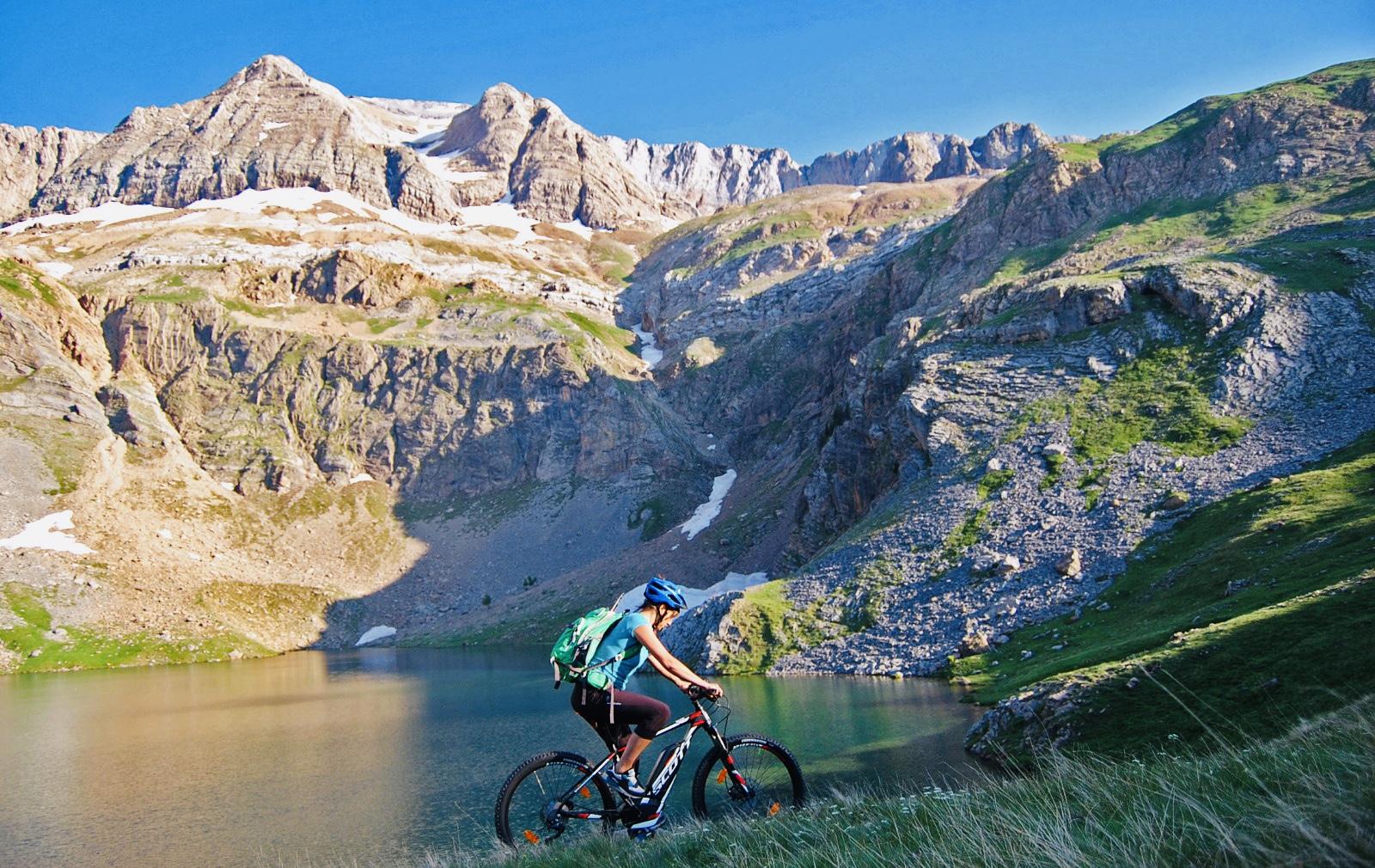 🚵♂️ Paseos de altura en bicis eléctricas para toda la familia en el Valle de Tena