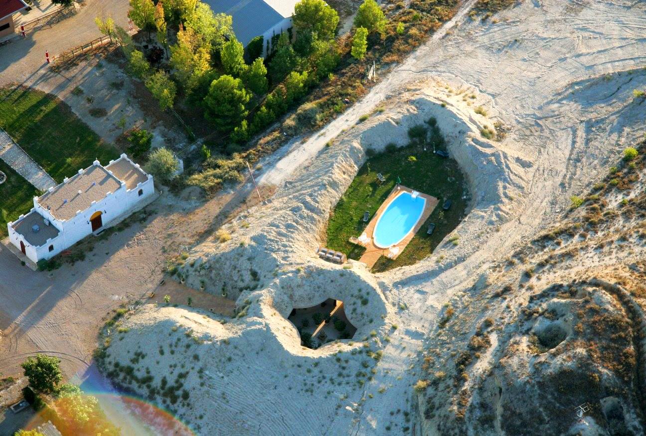 Rutas 4x4 🚙, Paseos en Cosechadoras 🚜 o Dormir en una Cueva 🌵, os espera este verano en Monegros 🌞